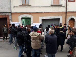 """Molise: chiude centro che accoglie 32 immigrati. I cittadini protestano: """"Eravamo diventati amici"""""""